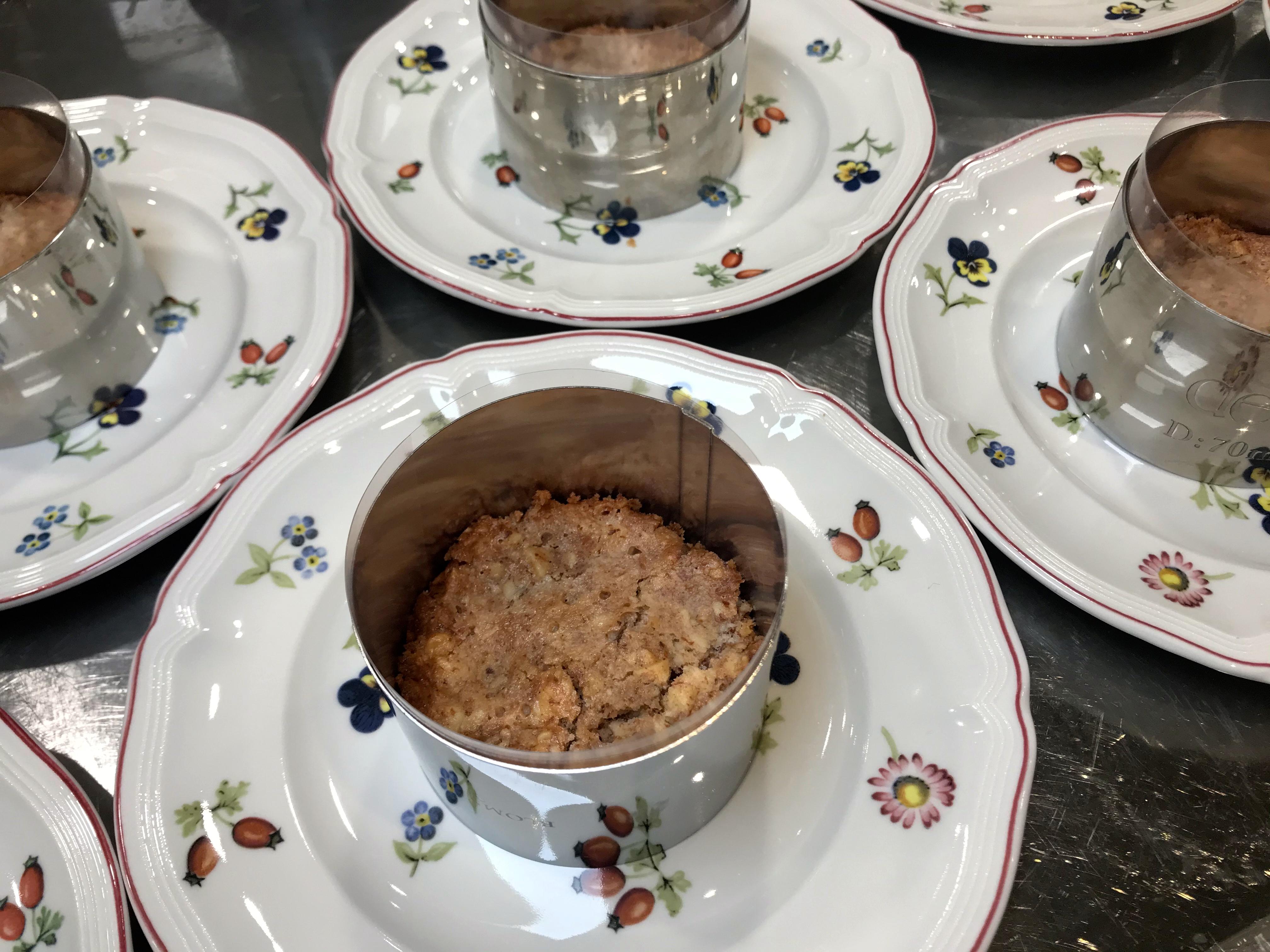 Keto ostekake med bringebær og mandelbunn