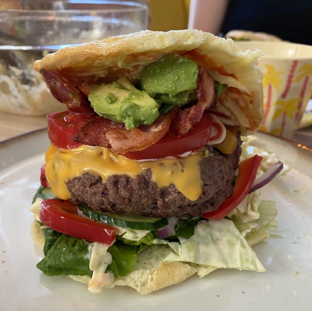 Keto hamburger med cloud bread