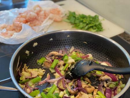 Rask og kjempegod thai squashspagetti med scampi - keto